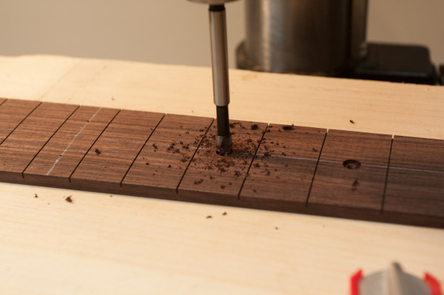 Build day 27: Best guitar building day yet – neck inlay is DONE!